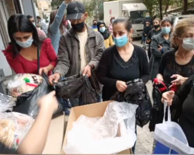 Distribution alimentaire devant les locaux de Libami Beyrouth